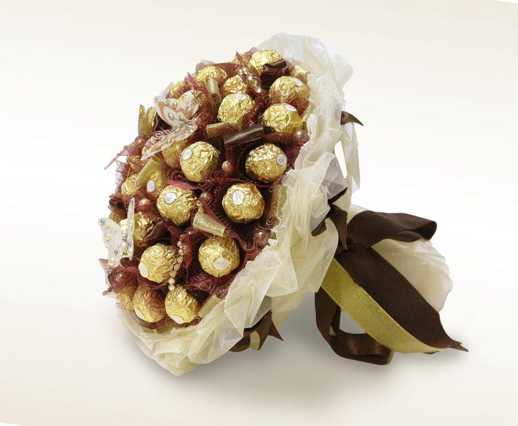 Сладкий букет из конфет-необычно и вкусно