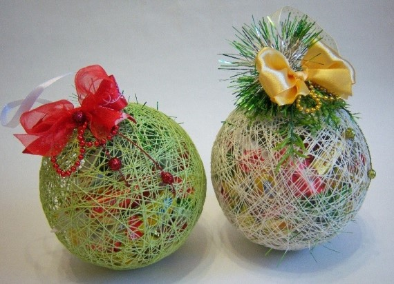 новогодний шар с конфетами