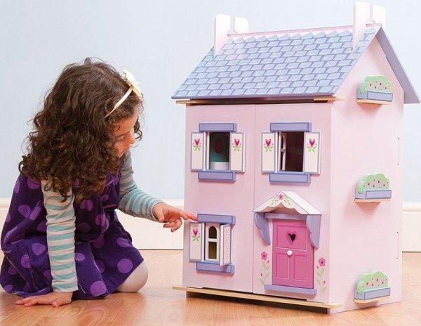 Кукольный домик младшей сестре