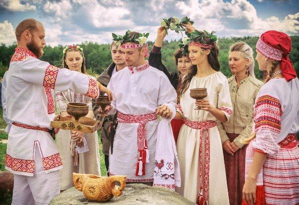 Отмечаем льняную свадьбу