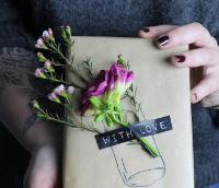 упаковка с живыми цветами