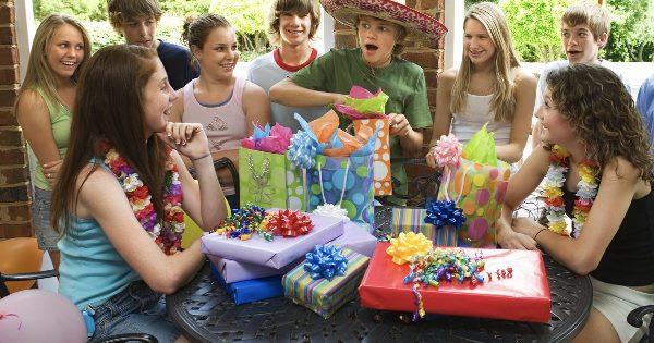 Что подарить мальчику на 12 лет в день рождения
