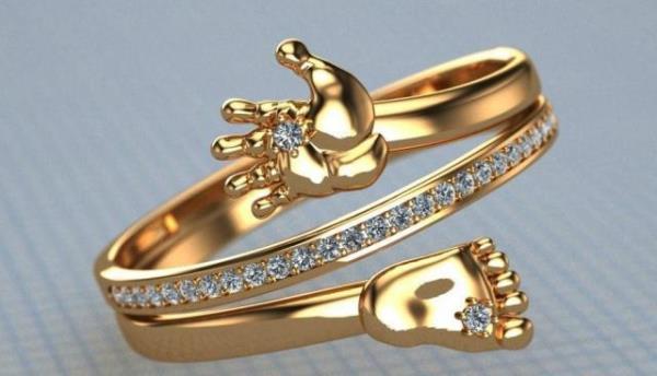 кольцо с ножками ребенка