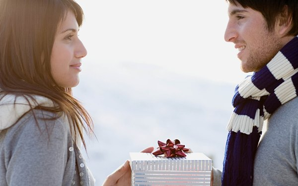 Что подарить девушке на полгода отношений
