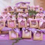 Эксклюзивный подарок гостю свадьбы - это мыло ручной работы с надписью.