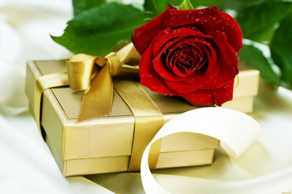 Подарок женщине – это способ проявить заботу о ней