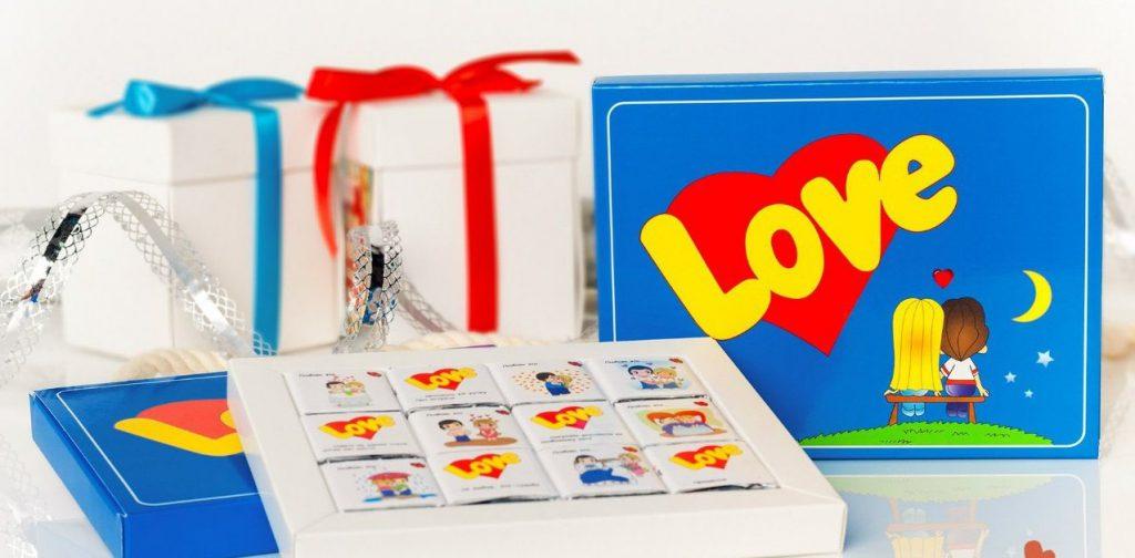 Милые истории любви в маленьких шоколадках Love is