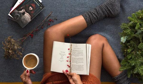 книгу девушке