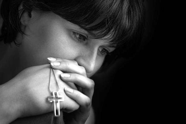 Можно ли дарить крестик на день рождения: приметы и суевери