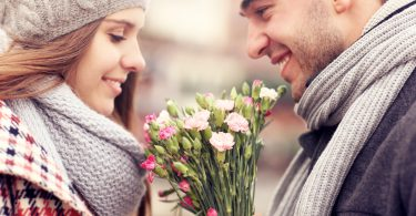 правильно дарить цветы