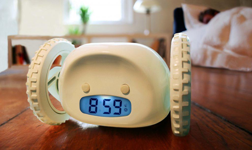 будильник с колесиками