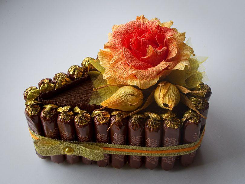 кусок торта конфетного
