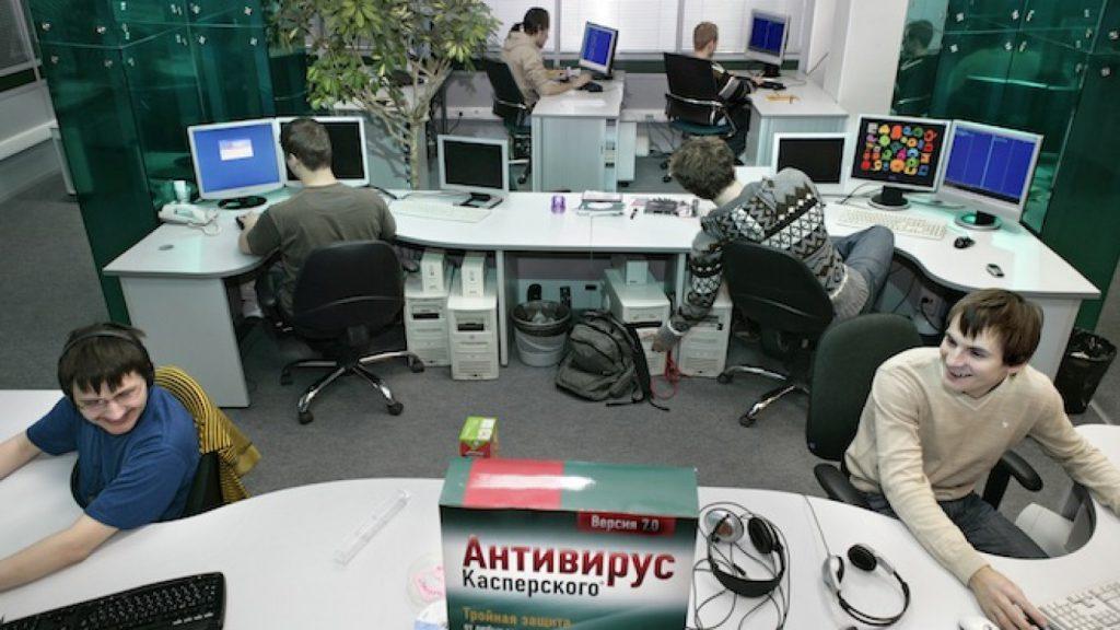 компьютерному гению или геймеру-Раку — Антивирус.