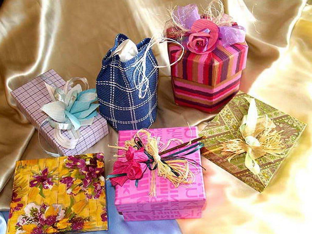 Подарок девушке другу