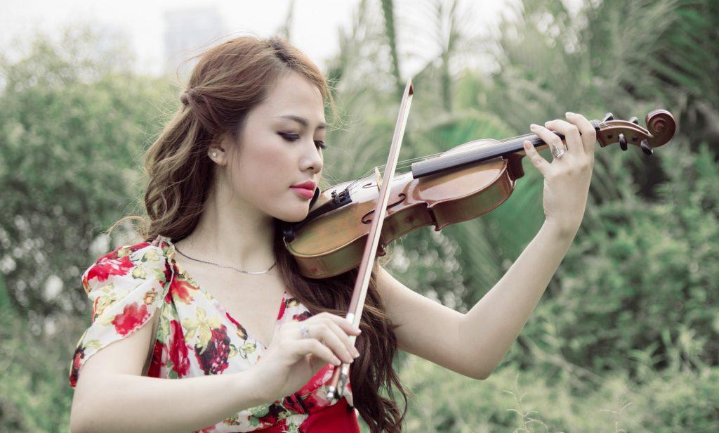 Скрипка музыкантше