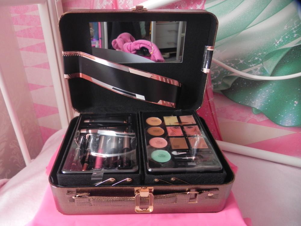 чемоданчик для косметики