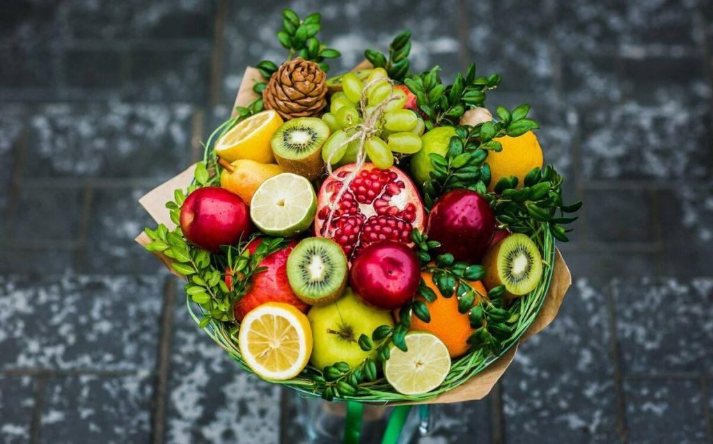 Букет из фруктов ягод