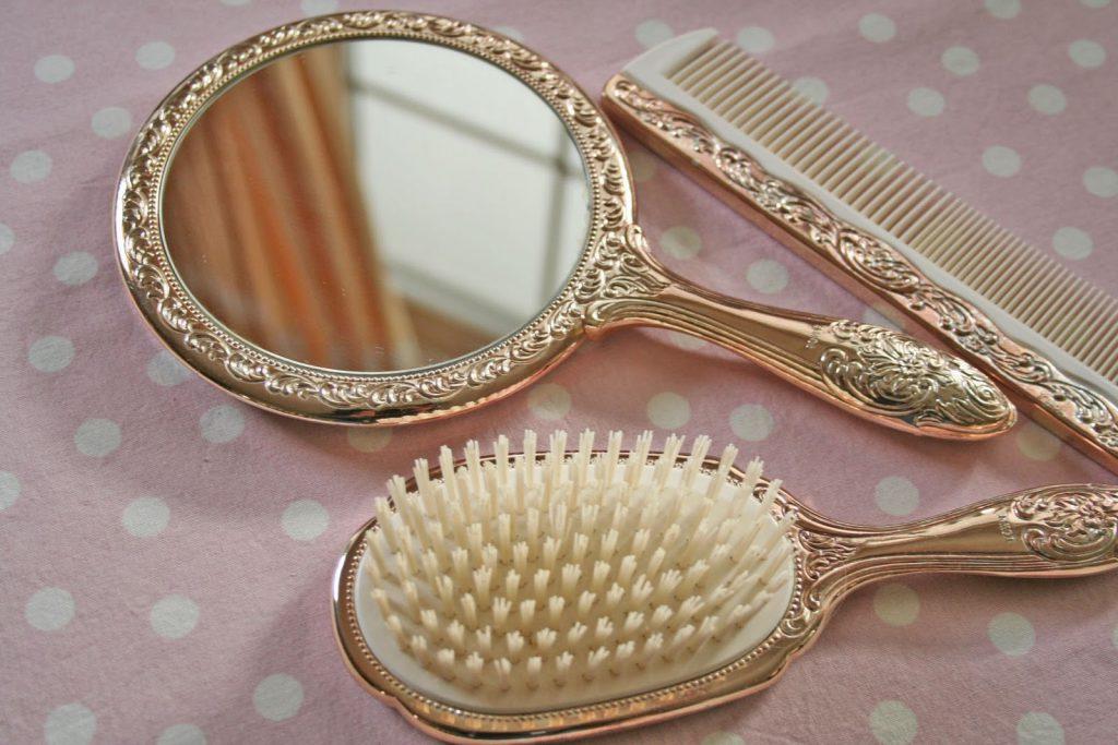 Набор из зеркальца, расчески и щетки