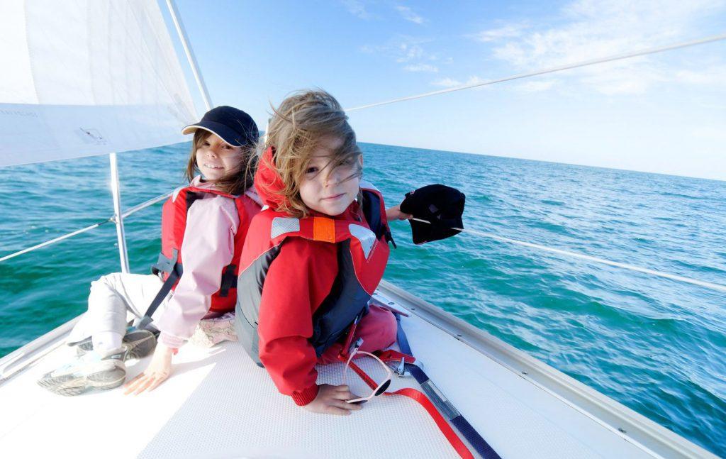 катер или яхта прогулка