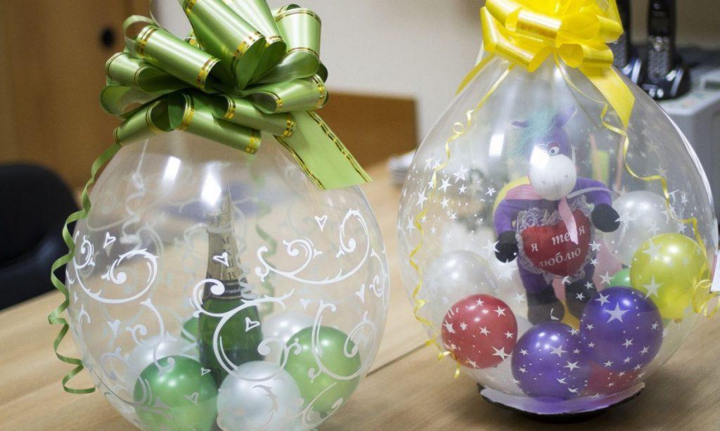 игрушка и шампанское в шаре