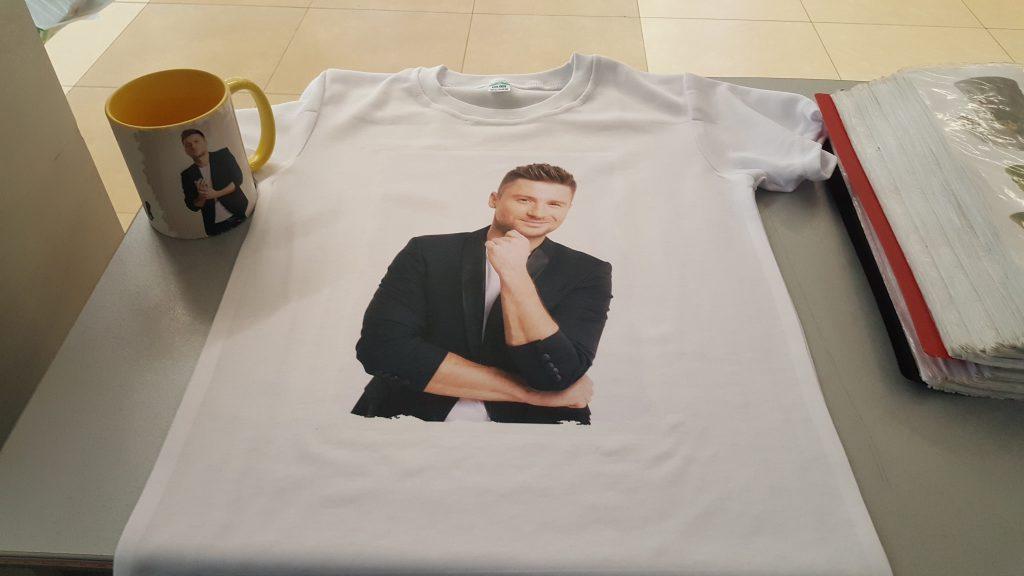 футболка с Лазаревым