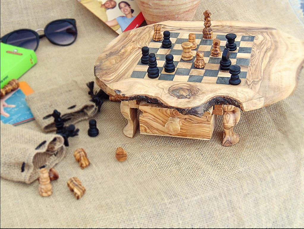 Шахматная доска из дерева