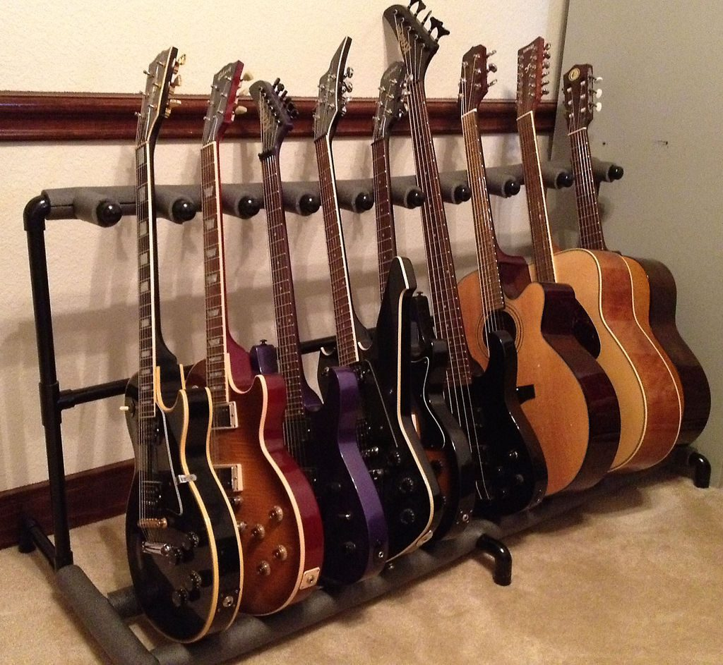 полка для гитар