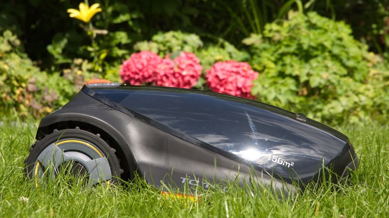 Современная газонокосилка-робот