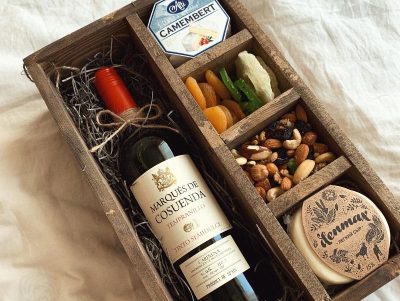 Коробка с деликатесами