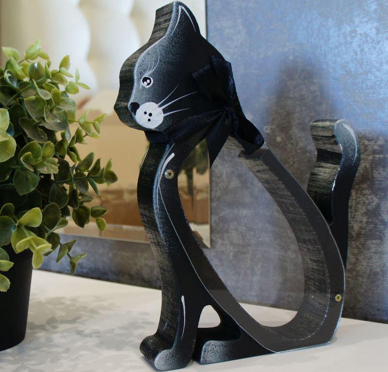 Забавная черная кошка-копилка