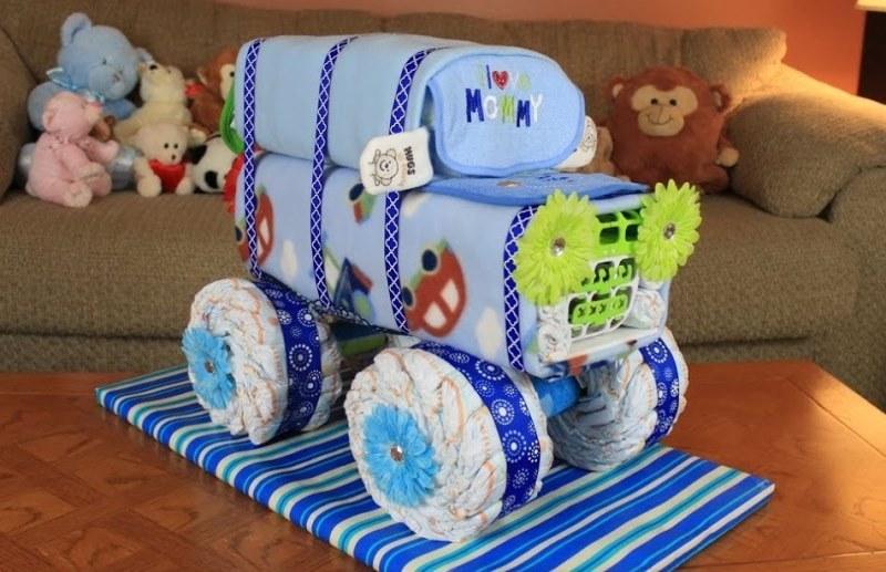 Машина из подгузников в подарок
