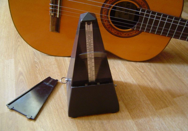 Метроном поможет начинающему гитаристу