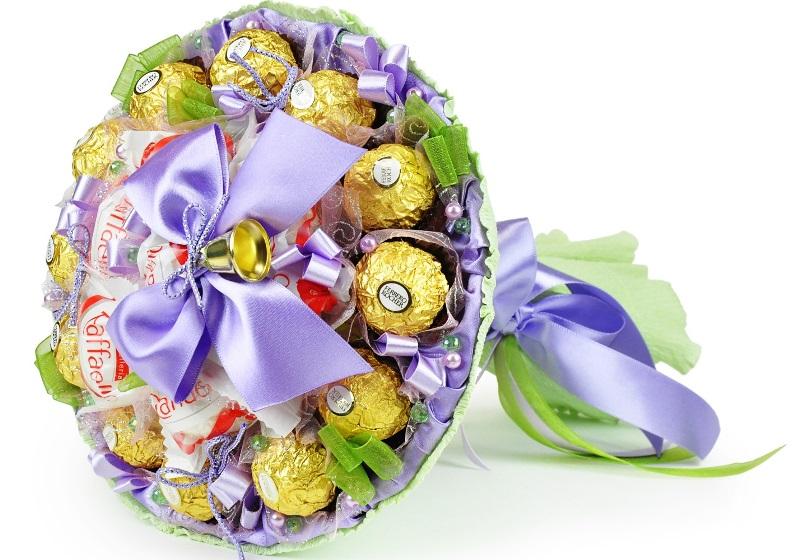 Красивый букет или топиарий из конфет